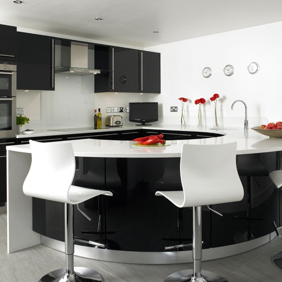 black-and-white-kitchen-curvy-kitchen