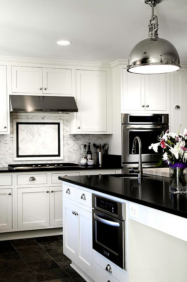 glossy-contemporary-kitchen-in-black-and-white