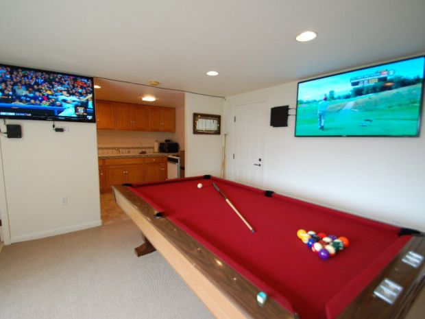 low-budget-garage-man-caves-45-bedrooms-3-baths-2-kitchens-180-degree-views-and-a-39man-cave39